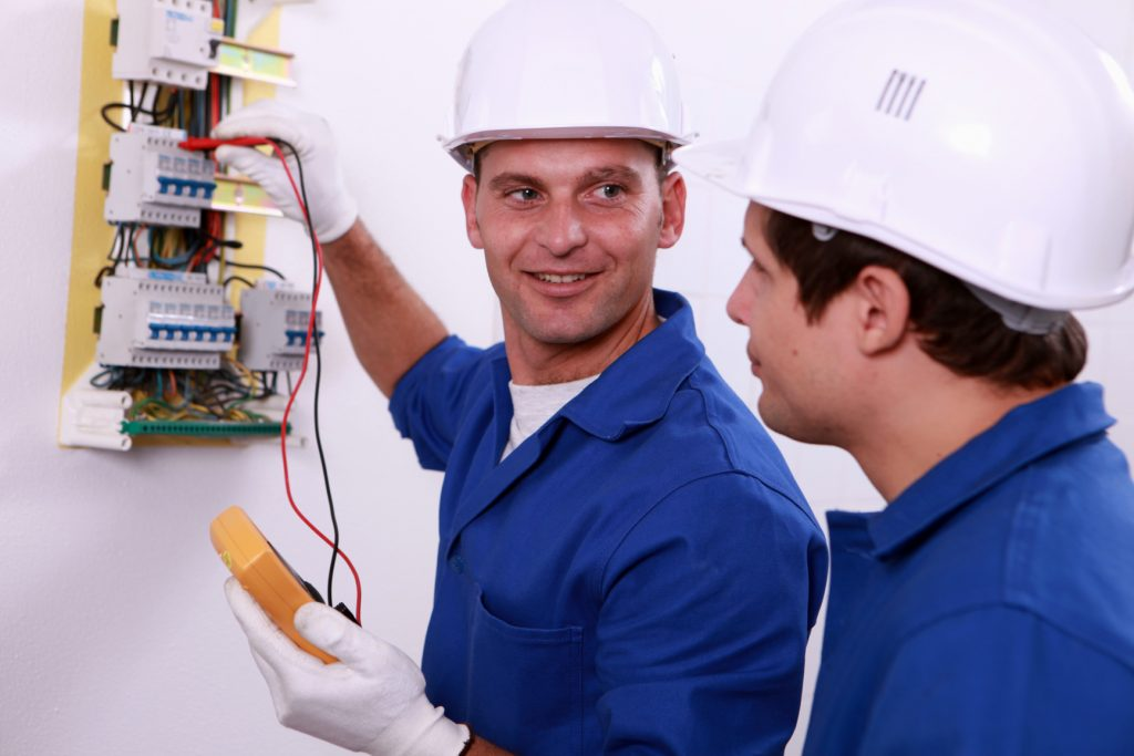 ELECTRICIAN Mate